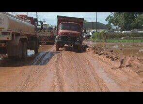 Moradores bloqueiam entrada da Estrada do Belmont, em Porto Velho - Empresários e moradores da região reivindicam melhorias.