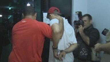 Suspeitos de cometer triplo homicídio da família Belota são ouvidos, em Manaus - Três pessoas suspeitas de envolvimento no triplo homicídio da família Belota prestam depoimento, na noite desta terça-feira (22), na Delegacia Especializada em Homicídios e Sequestros (DEHS), localizada na Zona Leste de Manaus.