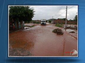 Volta a chover forte na cidade de Iaçu na Chapada Diamantina - No último domingo, as chuva fizeram o prefeito da cidade decretar estado de calamidade pública.