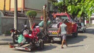 Polícia encontra desmanche de motos em São Vicente, SP - A Polícia Militar de São Vicente fechou nesta quinta-feira (24) uma casa onde funcionava um desmanche clandestino de motocicletas. Além de quadros e peças de motocicletas, a polícia encontrou armas e munições