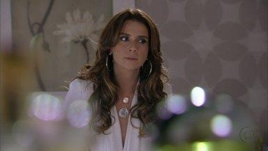 Salve Jorge - Capítulo de quinta-feira, dia 24/01/2013, na íntegra - Helô conclui que Lívia mentiu em seu depoimento. Mustafa encontra Wanda em seu hotel e desabafa com a falsa amiga de Berna