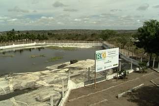 Projeto na PB aproveita rochas naturais para armazenar água - Maior problema da seca no sertão é o abastecimento de água. Criatividade aponta soluções que funcionam para algumas pessoas.