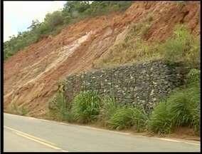 PRF reforça fiscalização em BRs com trechos de quedas de barreiras próximas a Valadares - PRF reforça fiscalização em BRs com trechos de quedas de barreiras próximas a Valadares.