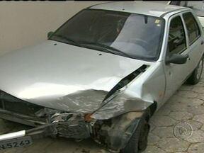 Motorista morre por disparo de taser quando tentava fugir da polícia em Florianópolis - O motorista dirigia em zigue-zague. Ele tentou fugir e os policiais fizeram um disparo de taser. Segundo a polícia, o motorista morreu após receber uma injeção de adrenalina.