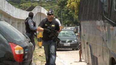 Presos fogem e provocam tumulto em unidade do Complexo Aníbal Bruno - Cerca de 30 detentos conseguiram fugir. Dois agentes penitenciários ficaram feridos e foram levados para o Hospital Otávio de Freitas, no Recife.