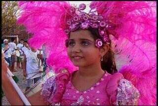 Moradores de Várzea Alegre, no Cariri, ensaiam para o Carnaval - Escolas e blocos fazem prepativos para a folia
