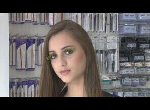 Veja dicas de como aplicar cílios postiços - Maquiadora ensina técnica para garantir o olhar mais marcante.