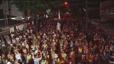 Bandas desfilam pelas ruas da cidade de Santos - Na sexta-feira (25) quatro bandas sairam pela cidade