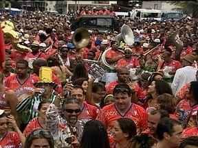 Blocos de carnaval já animam as ruas do Rio de Janeiro - Faltando duas semanas para o começo oficial do Carnaval, os foliões já se divertem pela cidade. Ao todo, 36 blocos desfilam só neste fim de semana. Quase 500 blocos devem passar pelas ruas do Rio.