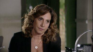 Wanda presta depoimento a Helô - Ela afirma que Jéssica usava drogas