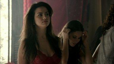 Waleska estranha a situação de Rosângela - Irina diz que Rosângela jantará com ela na boate