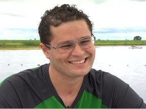 Pedro Leonardo se prepara para etapa final da recuperação - O Fantástico foi ao interior de Goiás, até a fazenda do cantor Leonardo. É lá que o filho dele, Pedro, que esteve entre a vida e morte em 2012 depois de um grave acidente de carro, se prepara para a etapa final de sua recuperação.