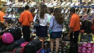 Aumenta a procura por roupas e sapatos nos Shoppings Centers de Maceió - A espectativa do setor varejista é aumentar as vendas em até 10% por causa do carnaval.