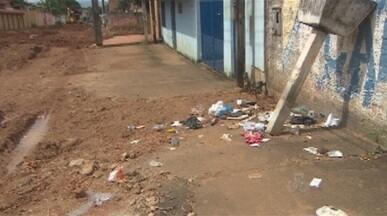 Coleta de lixo ainda é motivo de reclamação em Porto Velho - Por conta das obras em diversas ruas da capital, o caminhão é impedido de passar e recolher os lixos. O mau cheiro e a desordem causada pelos animais, tomam conta do lugar.