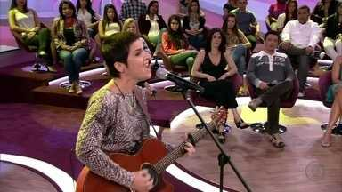 Isabella Taviani canta 'Diga sim pra mim' - Cantora embala plateia do Encontro