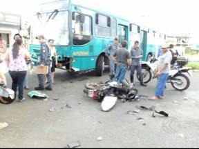 Número de acidentes de trânsito com motos em Uberlândia, MG, é alarmante - Levantamento feito pelo setor de estatística e informações do Hospital de Clínicas da Universidade Federal de Uberlândia mostra que no ano passado, foram registrados, só no HC, mais de 1.200 acidentes de motos, uma média de 100 por mês.