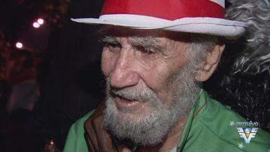 Mestre Alemão, da X-9, é enterrrado em Santos - A poucos dias do carnaval, a cidade perdeu um de seus sambistas mais importantes. Alemão comandou por muito tempo a bateria da escola de samba X-9. Mestre Alemão morreu aos 81 anos.