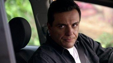 Théo pede para Morena entrar em seu carro - Lucimar lamenta a situação de Wanda e reclama do comportamento da filha
