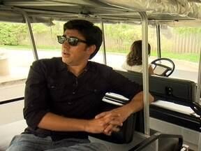 """Marcelo Adnet é o mais novo contratado da TV Globo - Há rumores de que ele será o nove personagem do Medida Certa. O humorista entretanto não confirmou nem negou a informação. O que está confirmado é que ele fará parte de um projeto com os criadores de """"Os Normais"""" e """"Macho Man""""."""