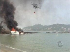 Lancha é destruída por incêndio na Ilha do Francês, em Florianópolis - Lancha é destruída por incêndio na Ilha do Francês, em Florianópolis.