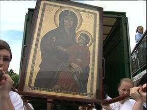 Cidades do sudoeste do Paraná recebem símbolos católicos - A cruz peregrina e o ícone de Nossa Senhora, que saíram do vaticano, percorreram várias cidades brasileiras.