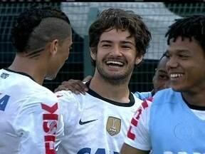 Alexandre Pato estreia com a camisa do Corinthians - Numa partida com recorde de público no Paulistão, o jogador começou no banco e só entrou no segundo tempo. Nas primeiras jogadas ele marcou o quinto gol do Timão no jogo.