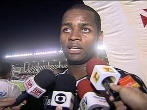 Vasco é derrotado pelo Bangu dentro de casa e Dedé lamenta perda de ritmo - Comparado com Neymar, autor do único gol da partida afirma que é o Hugo, da zona oeste.