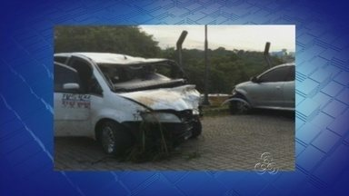 Taxista morre em acidente de trânsito entre três veículos, em Manaus - Carro modelo Corsa explodiu logo após a colisão entre os três veículos.Principal suspeito de ter provocado acidente é motorista da Montana.