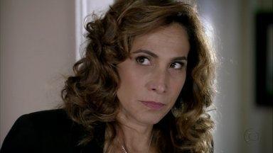 Wanda tenta convencer Lívia a eliminar Helô - A bandida não gosta quando a chefona se recusa a acabar de vez com a delegada