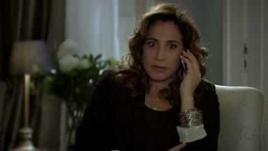 Wanda marca encontro com Santiago - Ela avisa que o comparsa precisa sair da cidade