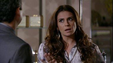 Helô impõe regras para Stênio ficar em sua casa - A delegada revela novas informações sobre a adoção de Aisha. Creusa dá bronca em Stênio.