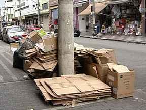 Prefeitura de São Paulo muda regras da coleta de lixo no Brás - O lixo deixado nas ruas é uma das principais causas de alagamentos em São Paulo. Para evitar as enchentes, a prefeitura anunciou mudanças na coleta na região do Brás. O caminhão vai passar pela manhã e não mais à noite.