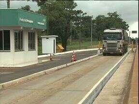 Balança para caminhões é reativada na BR 277, em Cascavel - Desde que voltou a funcionar, nesta semana, são aplicadas entre 15 a 20 multas por dia, por excesso de peso.