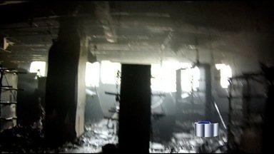 Veja imagens do incêndio em loja de Taubaté (SP) - Confira as imagens exclusivas de como ficou a loja Marisa atingida por um incêndio no centro de Taubaté (SP).
