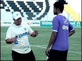 Ney da Mata vai entrar com time mais ofensivo contra Atlético-MG - Técnico mudou praticamente metade dos jogadores