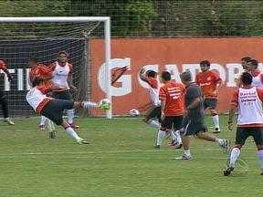 Manhã de domingo com treino no Internacional - O técnico do colorado fez três alterações no time.