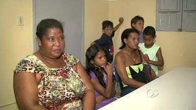 Mães denunciam falta de vagas em escolas da parte alta de Maceió - A denúncia foi feita no Conselho Tutelar. Um levantamento feito pelo órgão aponta que mais de 2 mil crianças do bairro estão fora da sala de aula.