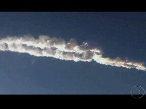 Meteorito deixa feridos e causa destruição na Rússia - O objeto de tamanho estimado entre 10 e 15 metros entrou na atmosfera, mas explodiu antes de chegar no solo. Cerca de 1,2 mil pessoas, entre elas pelo menos 200 crianças, ficaram feridas por estilhaço de vidros.