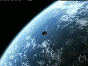 Comunidade científica quer monitorar até asteroides pequenos - Na região onde caíram os meteoritos na Rússia, foram recolhidos fragmentos de rocha e ferro. Uma fundação privada americana tem planos de colocar em órbita, em cinco anos, um telescópio capaz de detectar asteroides com mais de 100m de diâmetro.