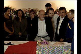 Ex-governador do Pará, Almir Gabriel, é velado em Belém - O legado, a história política e as homenagens.