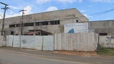 Pacientes sofrem com problemas em UBS no Jorge Teixeira - A falta de infraestrutura e a obra parada de uma unidade básica de saúde prejudicam pacientes de UBS no bairro Jorge Teixeira, em Manaus.