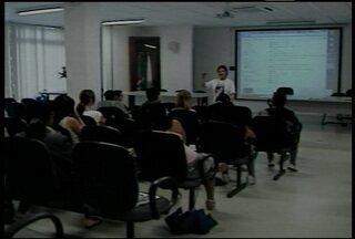 Professores participam de curso sobre alfabetização em Santa Maria, RS. - Segundo o IBGE, mais de oito mil pessoas são analfabetas em Santa Maria.