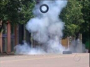 Bomba deixada por bandidos é detonada em Araruna - Os assaltantes explodiram um caixa eletrônico em Araruna e deixaram uma bomba na rua.
