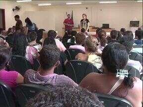 Casais participam de audiência coletiva para resolver casos de violência doméstica - A audiência coletiva lotou o tribunal do fórum de Cianorte nesta quarta-feira (20).
