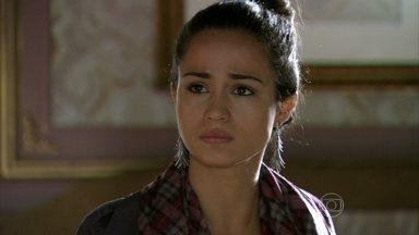 Morena revela a Zyah que foi enganada por Russo - Zyah avisa a Mustafa que encontrou Morena. Buquê e Murat estranham quando o comerciante pede ajuda para comprar roupas de mulher