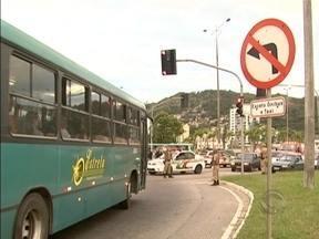 Acidente entre carro e moto deixa motociclista morto em Florianópolis - Acidente entre carro e moto deixa motociclista morto em Florianópolis