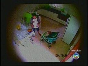 Mulher flagrada agredindo crianças em Andradina, SP, vai à julgamento - Será julgada nesta sexta-feira (22) a mulher flagrada por câmeras de segurança agredindo duas crianças em Andradina (SP). A acusação pede pena por tortura e maus tratos, o que deve ser agravada já que as vítimas são crianças.