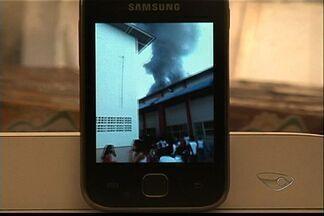 Alunos ficam feridos após tumulto em incêndio em escola no ES - Chamas atingiram três salas da Escola João Paulo II, na Serra. Os próprios funcionários disseram que apagaram o fogo.
