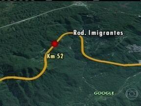 Queda de barreiras interdita Rodovia dos Imigrantes - Segundo a Ecovias, a queda de barreira aconteceu no km 52 da rodovia. Ja na Anchieta, a encosta caiu em três trechos.
