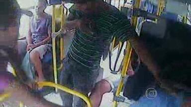 Vídeos mostram assaltos a ônibus na Grande BH - Número de acorrências aumentou em 2012